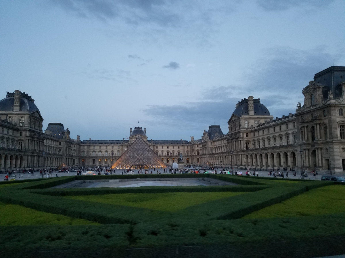 A walk in Paris – The Louvre and city center""